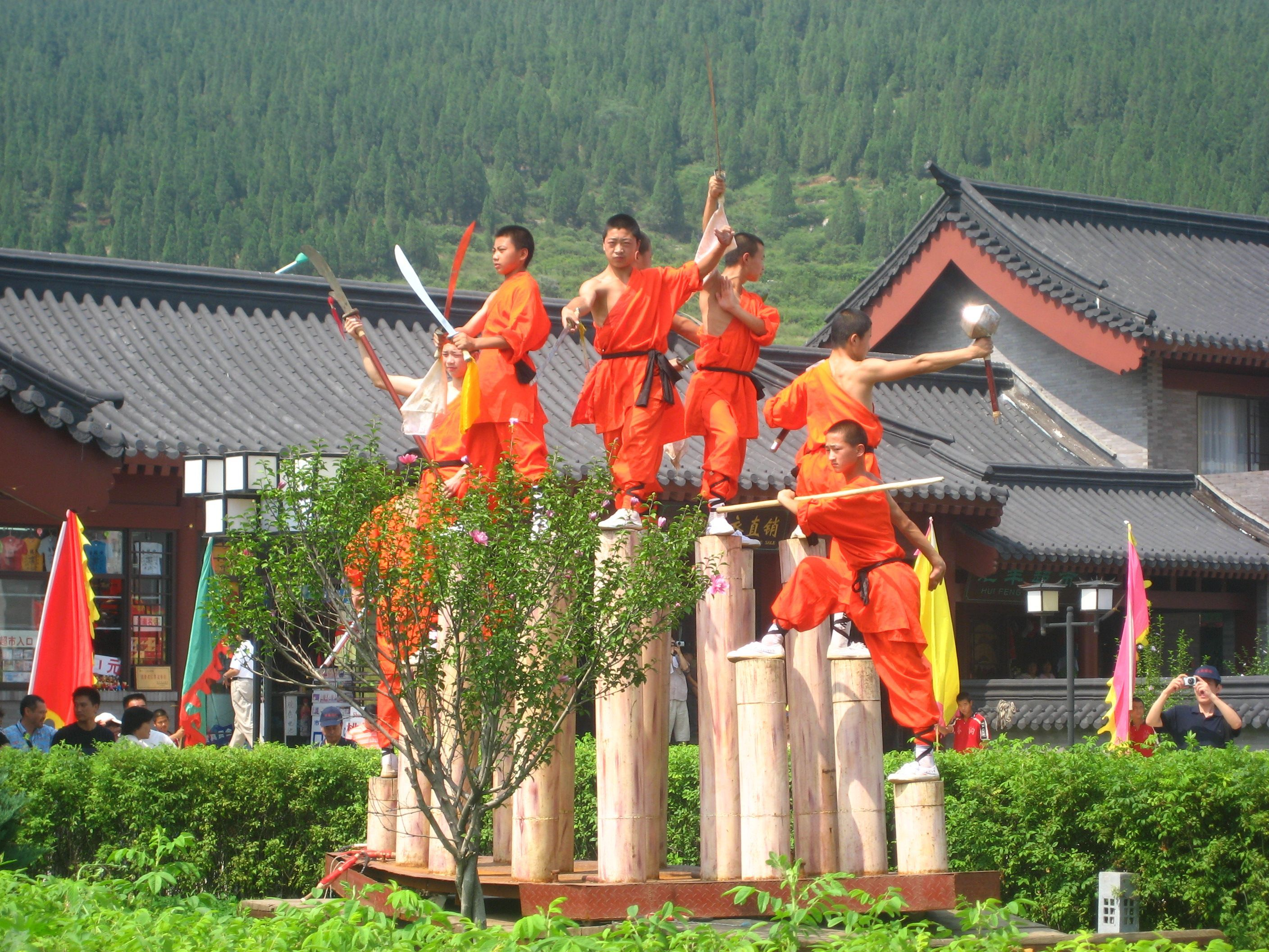 an overview of the shaolin tradition Tradition has it that a monk from the henan (northern) shaolin temple left to start this temple in fukien, and because he had some sort of disorder with his legs, developed a style of shaolin gong fu that relies more on the upper extremities than the lower.